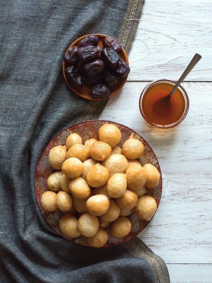 Luqaimat - bolas de masa hervida dulces tradicionales de los UAE fotos de archivo libres de regalías