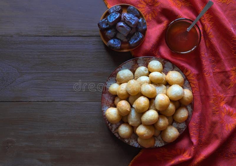 Luqaimat - bolas de masa hervida dulces tradicionales de los UAE fotografía de archivo