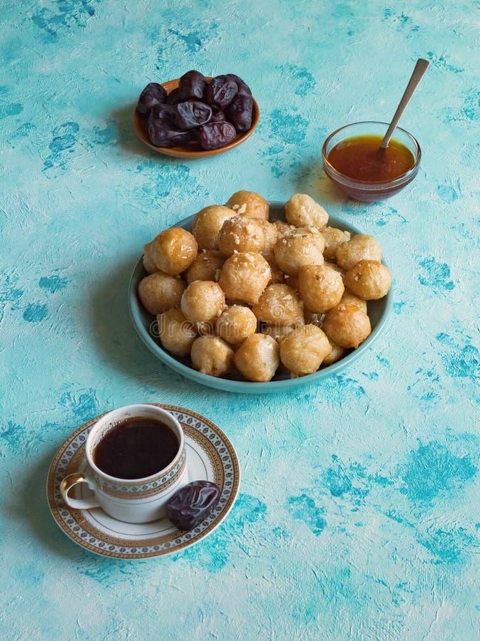 Luqaimat - traditionele Arabische zoete bollen Zoet Ramadanvoedsel royalty-vrije stock foto