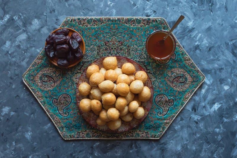 Luqaimat - traditionelle s??e Mehlkl??e von UAE lizenzfreies stockfoto