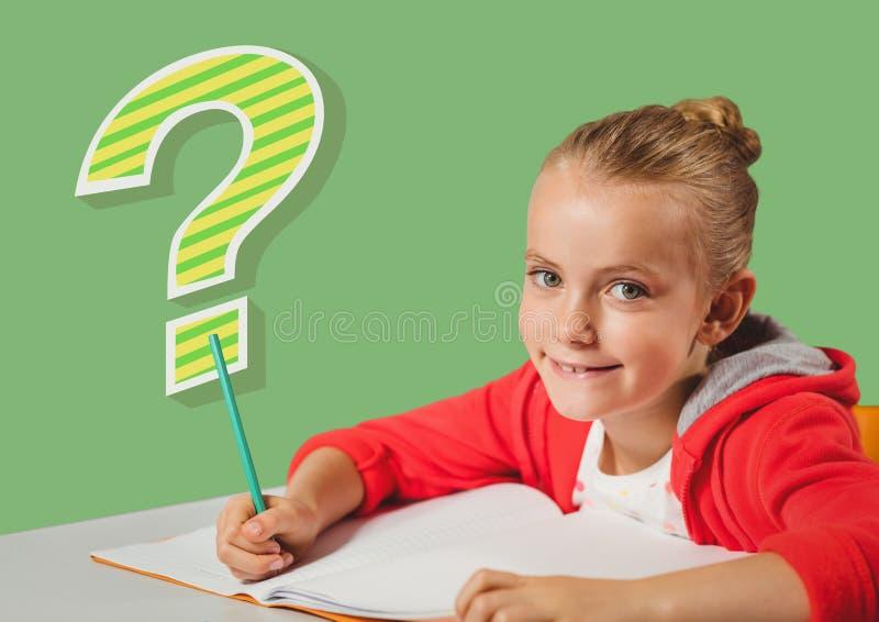 Lura flickan som gör classwork med den skraj kalla frågefläcken royaltyfria foton