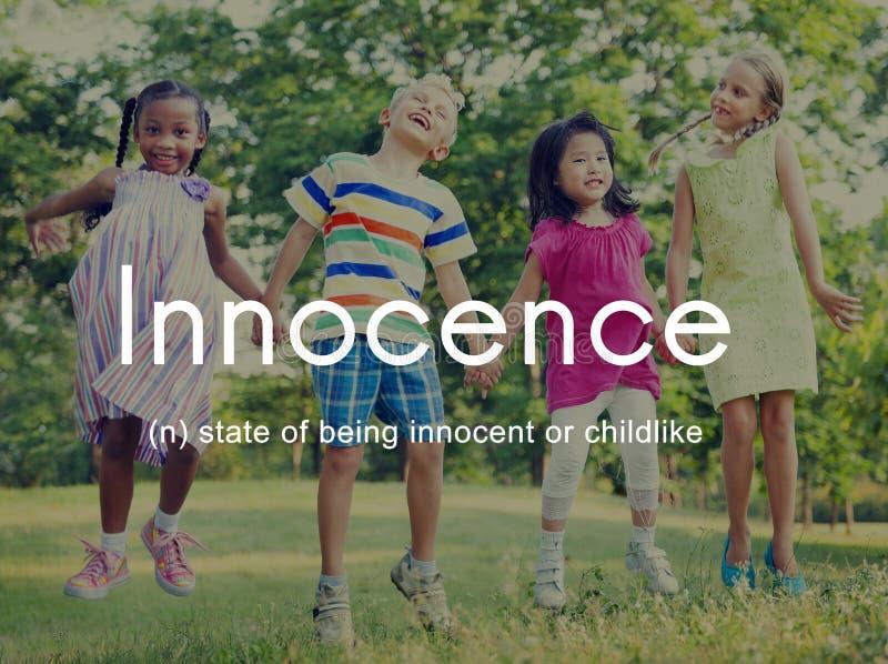 Lurar den lättrogna oskyldiget för harmlöshet barnsligt begrepp royaltyfri foto