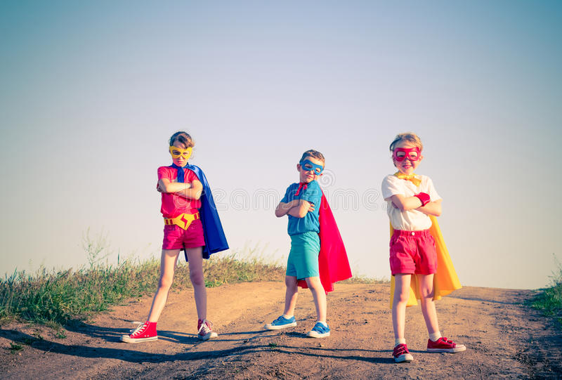 Lurar superheroen royaltyfri fotografi