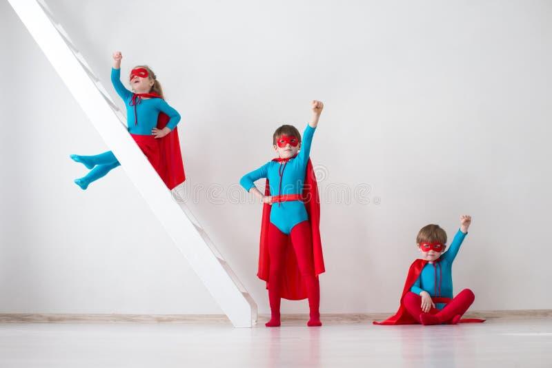 Lurar superheroes royaltyfria bilder