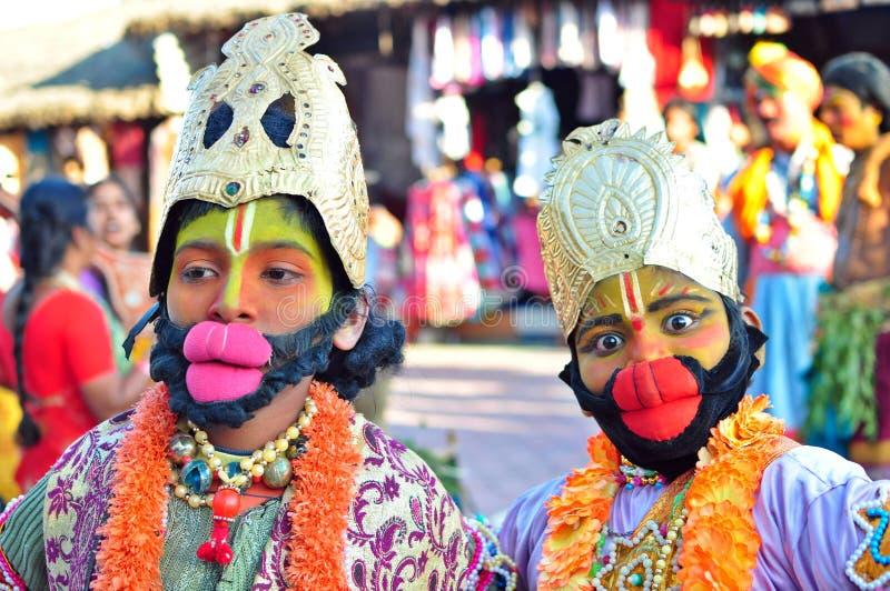 Lurar uppklädd som Lord Hanuman i Indien arkivbild