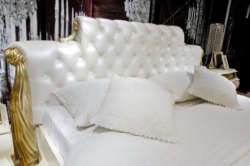 lusso domestico della camera da letto fotografie stock libere da diritti