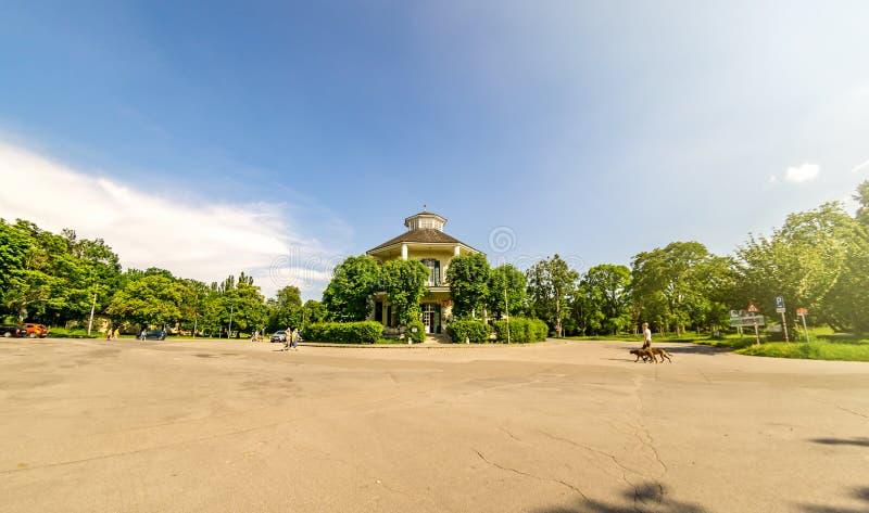 Lusthaus is een rond Paviljoen en een Restaurant aan het eind van de pratersteeg in Wenen royalty-vrije stock afbeelding