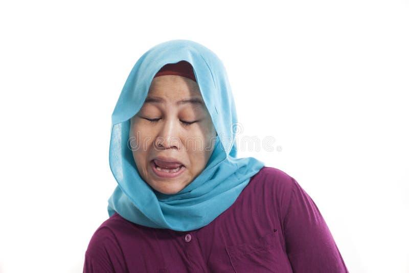 Lustige Asiatin mit verspottendem Gesicht lizenzfreie stockfotos