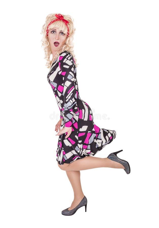 Lustige ?berraschte blonde Frau im Retrostil lokalisiert stockbilder