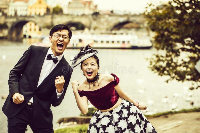 Lustige chinesische Paare lizenzfreies stockbild