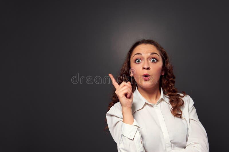 Lustige Frau haben eine Idee lizenzfreies stockfoto