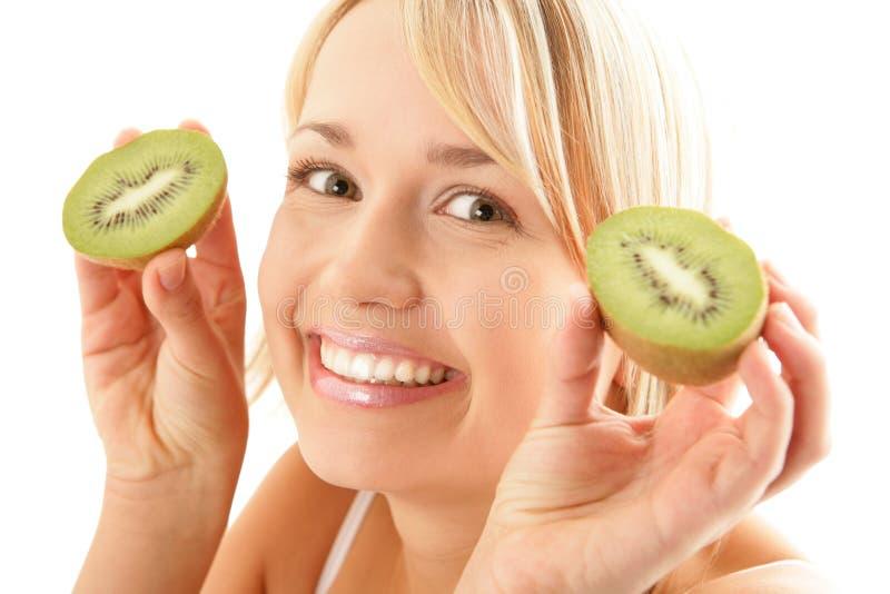 Lustige Frau mit Kiwi lizenzfreies stockbild