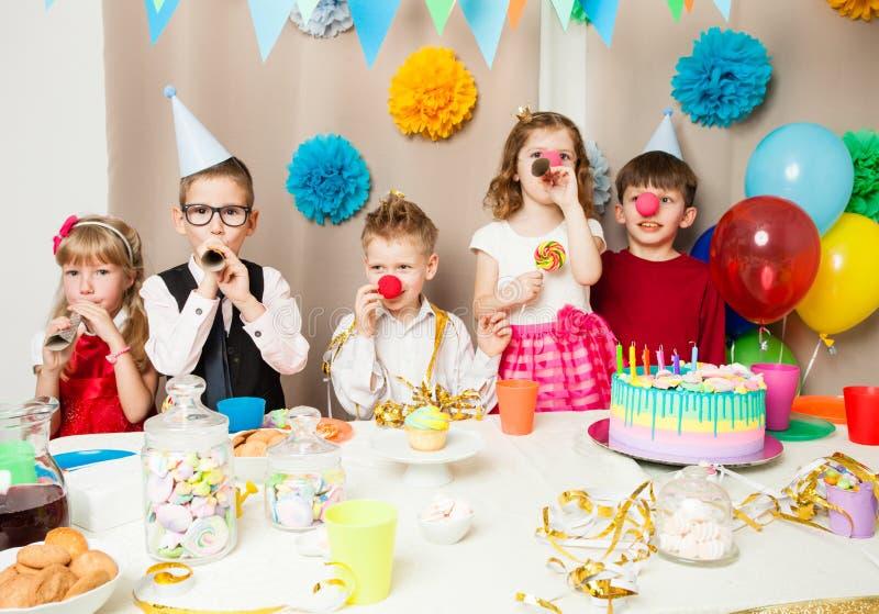 Lustige Geburtstagsspiele lizenzfreie stockbilder