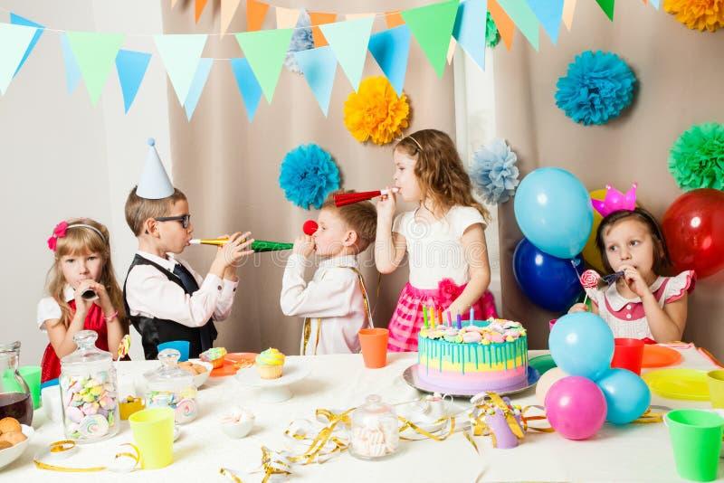 Lustige Geburtstagsspiele stockfotografie