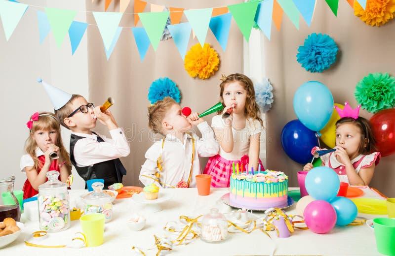 Lustige Geburtstagsspiele stockbild