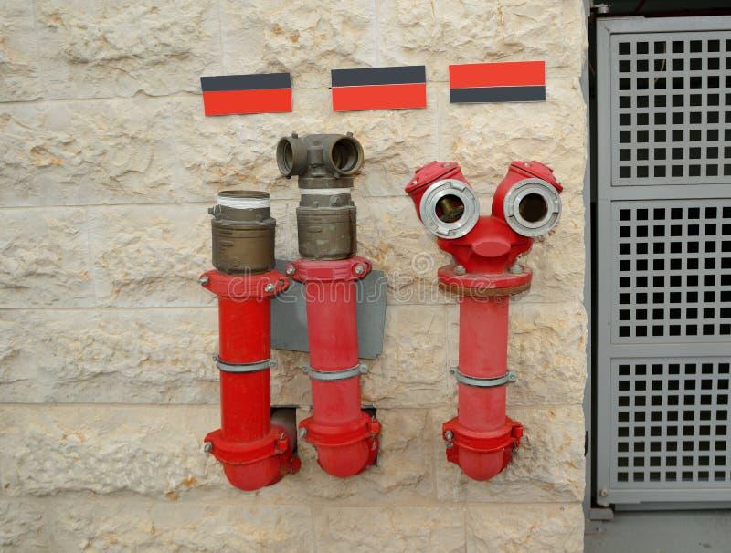 Lustige kreative Hydranten in der modernen Architektur stockfotografie
