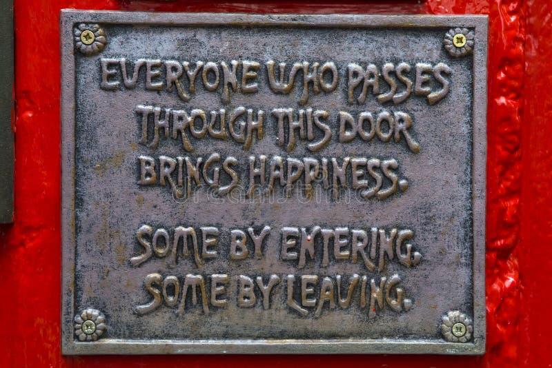 Lustige Plakette auf dem Tempel-Stangen-Gasthaus in Dublin stockfoto