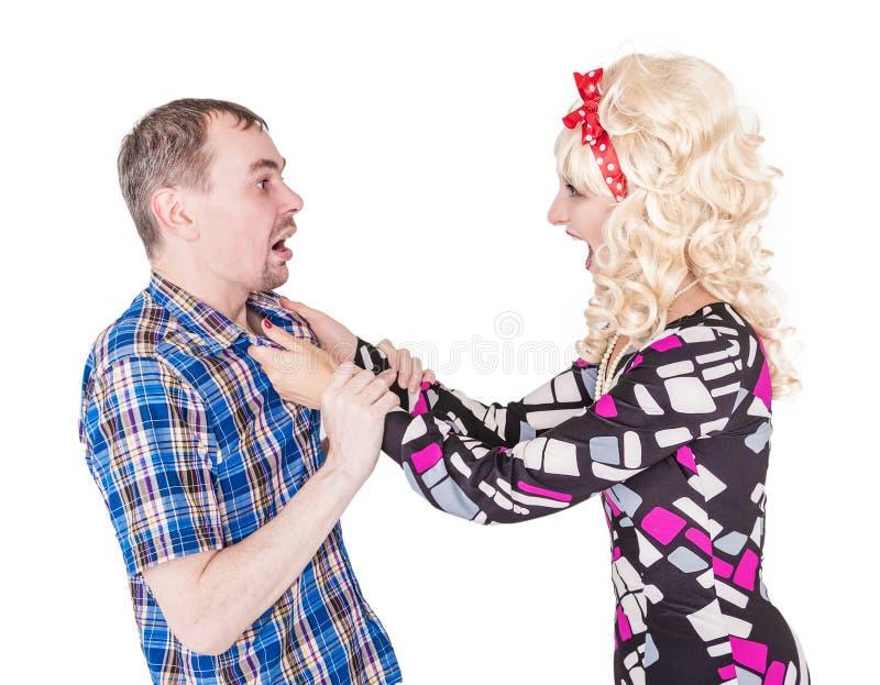Lustige Retro- Familienpaare, die an einander kämpfen und schreien lizenzfreie stockfotografie