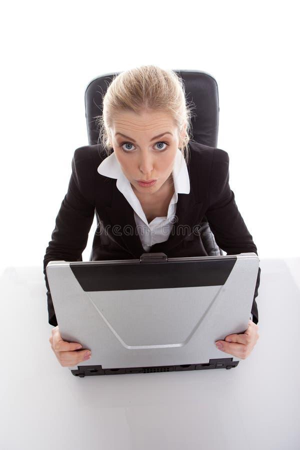 Lustige schauende Geschäftsfrau stockfotos