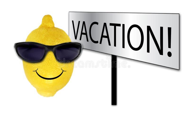 Lustige Zitrone in den Sonnenbrillen auf Ferien stockbilder