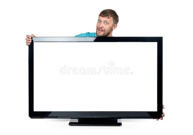 Lustiger bärtiger Mann wickelte seine Arme um den breiten Fernseher auf weißem Hintergrund ein Datei enthält einen Pfad zur Lokal lizenzfreie stockfotografie