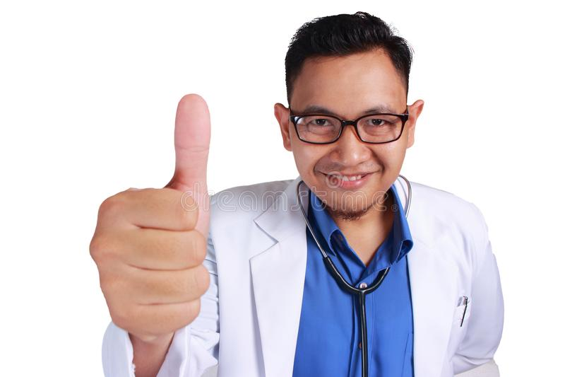 Lustiger Doktor Smiling Thumb Up lizenzfreie stockfotos