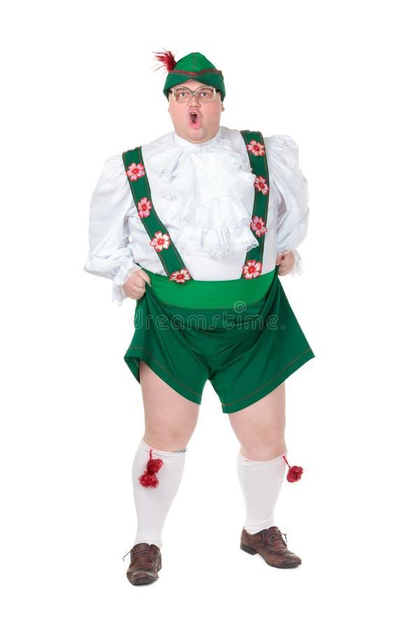 Lustiger fetter Mann, der deutsche bayerische Kleidung trägt lizenzfreie stockfotografie