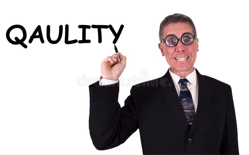 Lustiger Geschäftsmann kann Qualität nicht buchstabieren stockfoto