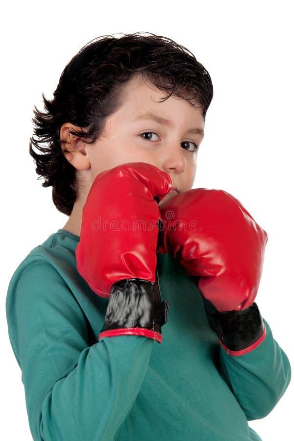 Lustiger Junge mit Verpackenhandschuhen lizenzfreie stockfotografie