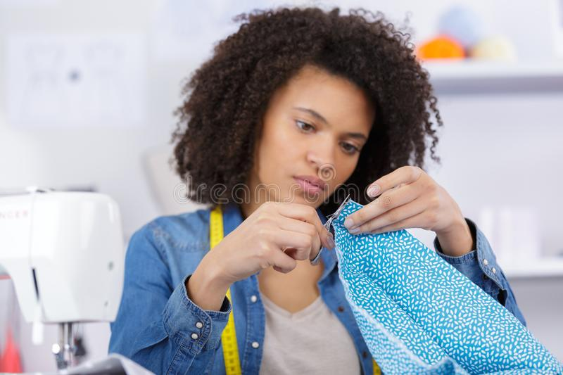 Lustiger junger Modedesigner lizenzfreie stockfotos