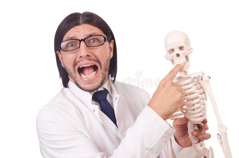 Lustiger Lehrer mit dem Skelett lokalisiert stockbilder