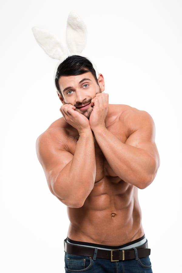 Lustiger muskulöser Mann mit den Häschenohren lizenzfreies stockbild