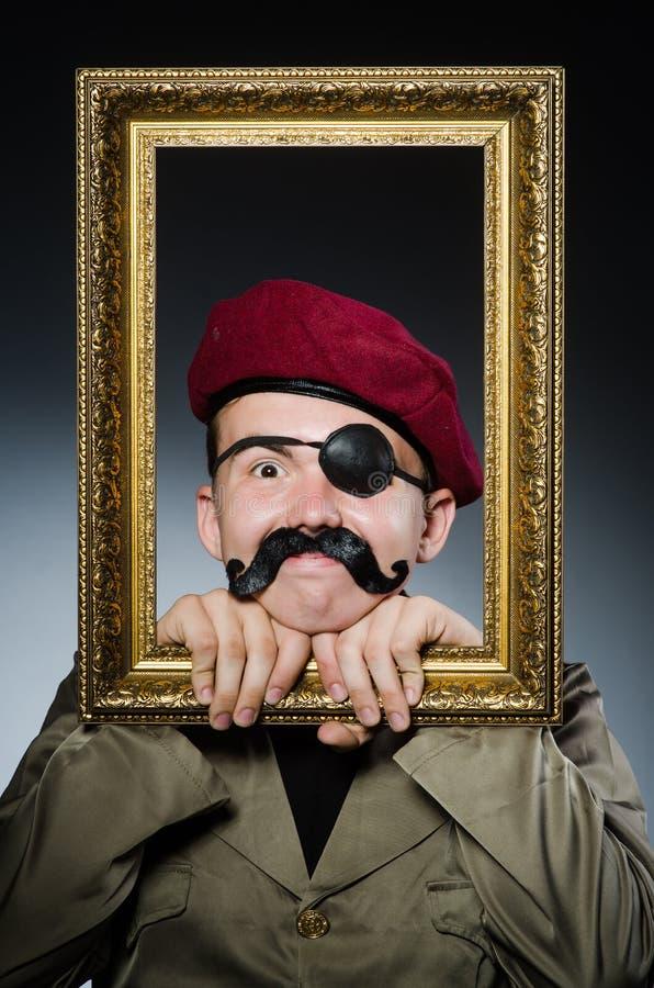 Lustiger Soldat im Militär stockbild