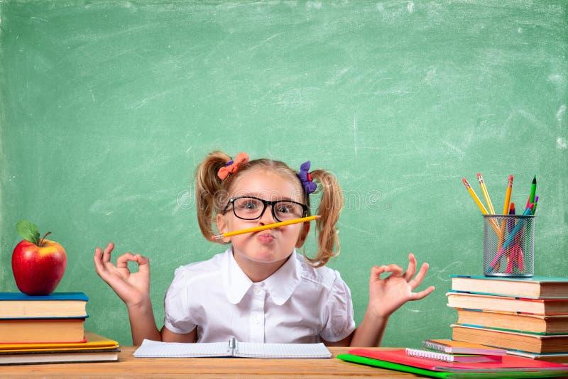 Lustiger Student In Classroom stockbild