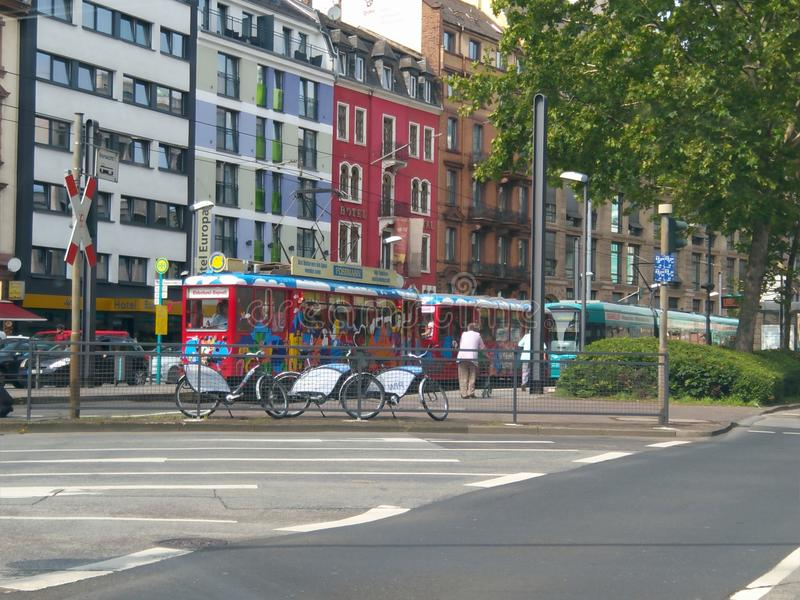 Lustiger Zug in Frankfurt am Main lizenzfreies stockfoto