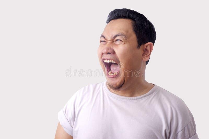 Lustiges asiatisches Mann-Lachen lizenzfreie stockfotografie