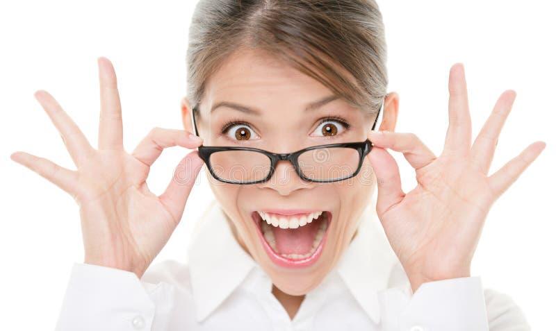 Lustiges glückliches Portrait der tragenden Gläser der Frau lizenzfreie stockfotos