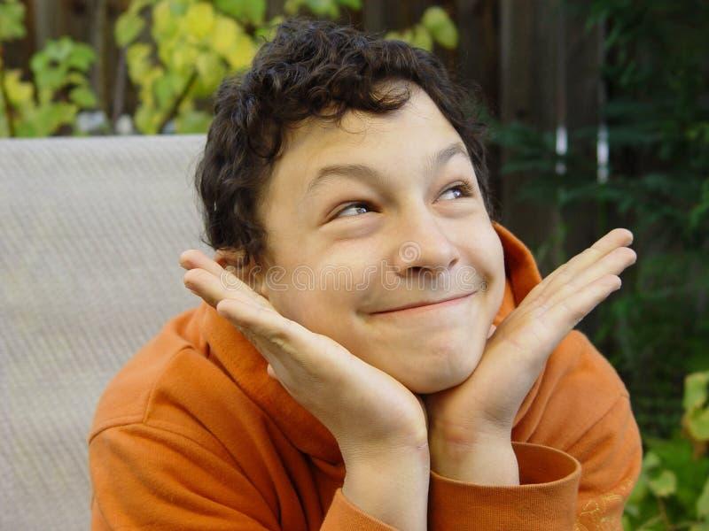 Download Lustiges Jungenlächeln stockfoto. Bild von unterhalten, witz - 34078