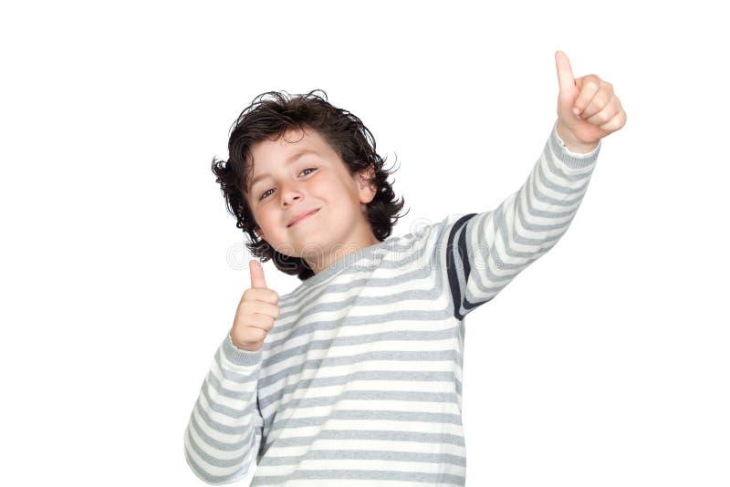 Lustiges Kind, das O.K. sagt lizenzfreie stockfotografie