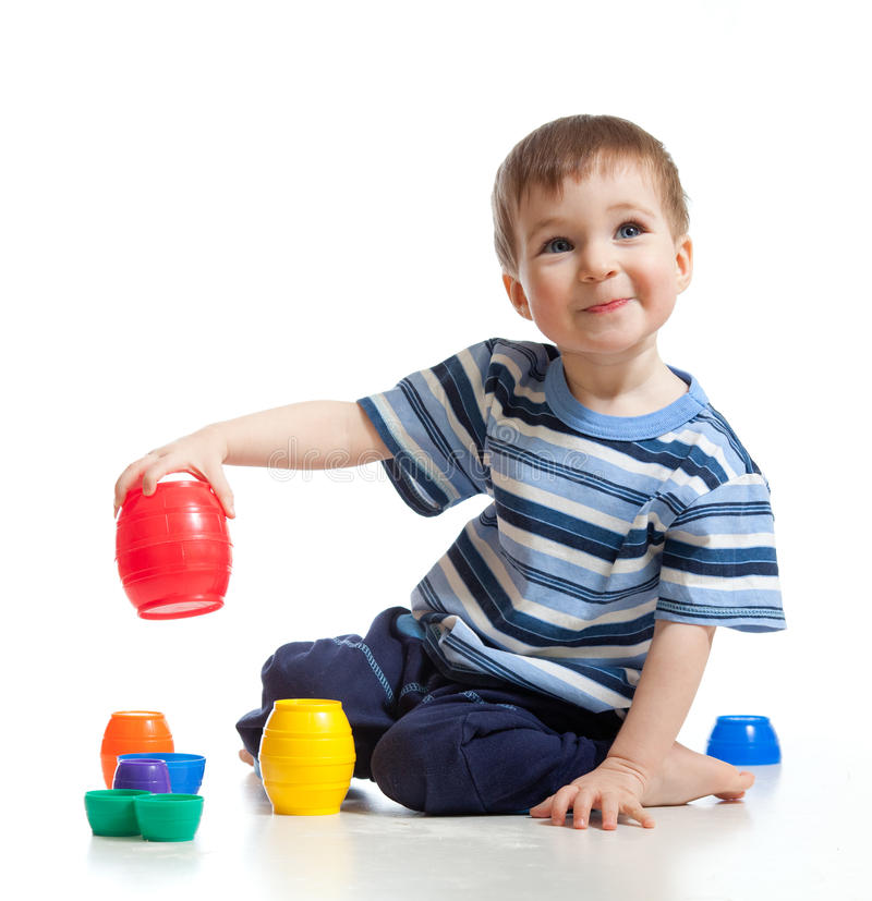 Lustiges Kleines Kind Spielt Mit Spielwaren Stockfoto - Bild von ...