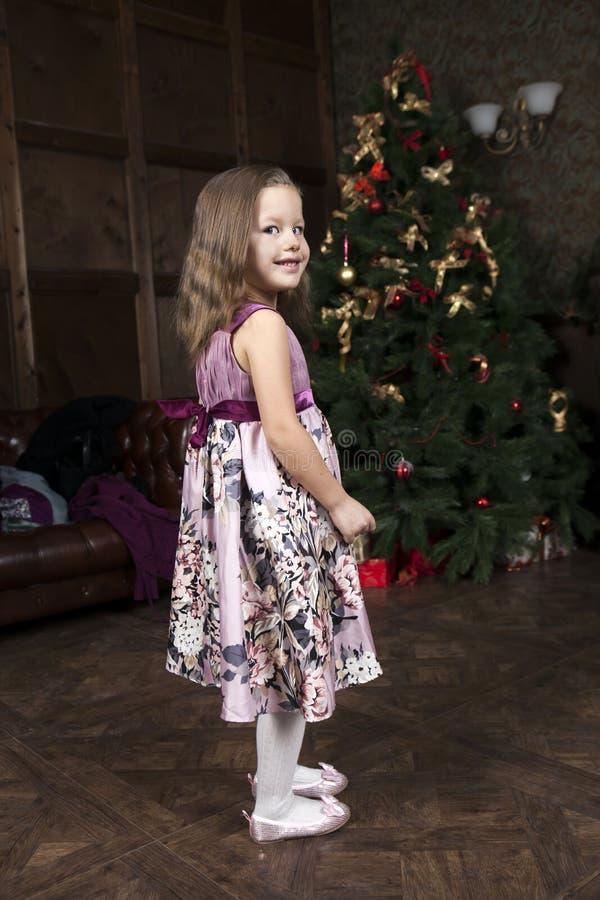 Lustiges kleines Mädchen lizenzfreie stockfotografie