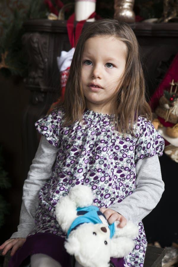 Lustiges kleines Mädchen lizenzfreies stockfoto