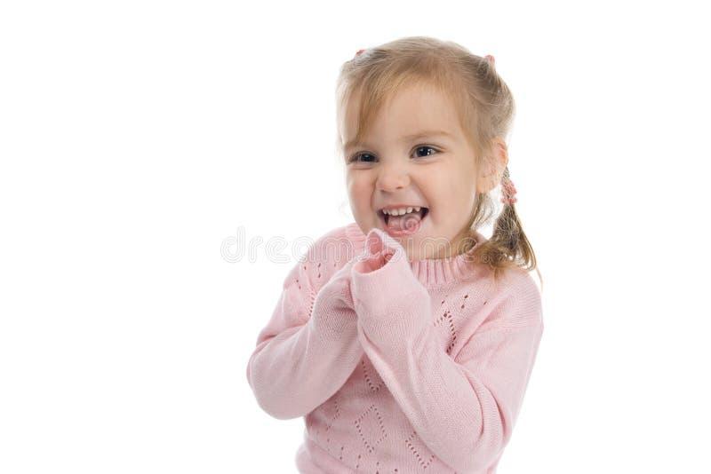 Lustiges kleines Mädchen in einem rosafarbenen Jersey lizenzfreie stockbilder