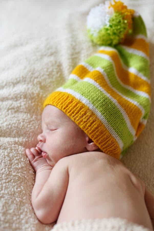 Lustiges neugeborenes lizenzfreie stockfotografie