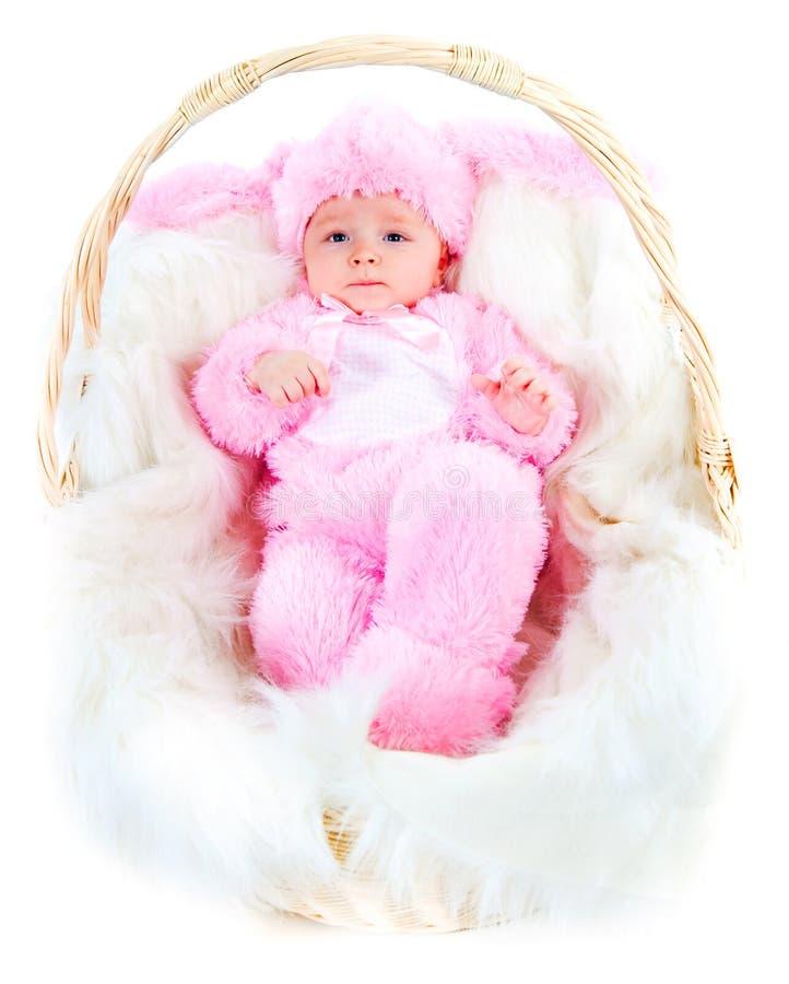 Lustiges neugeborenes Schätzchen kleidete in der Osterhasenklage an lizenzfreies stockfoto