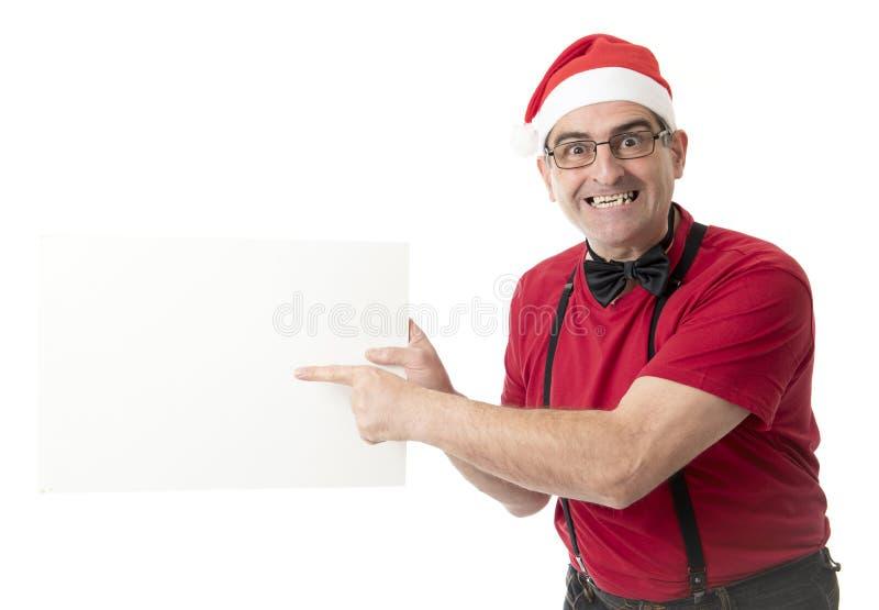 Lustiges 40s zum verrückten Mann der Verkäufe 50s in Santa Christmas-Hut mit BO lizenzfreie stockfotos