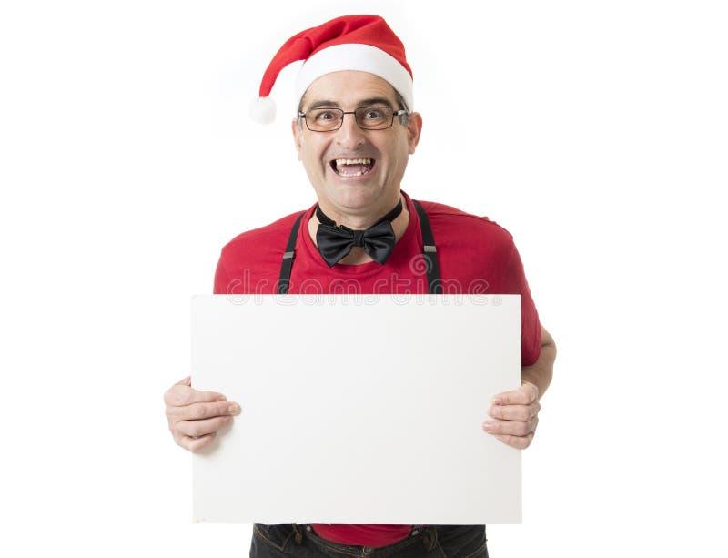 Lustiges 40s zum verrückten Mann der Verkäufe 50s in Santa Christmas-Hut mit BO lizenzfreies stockfoto