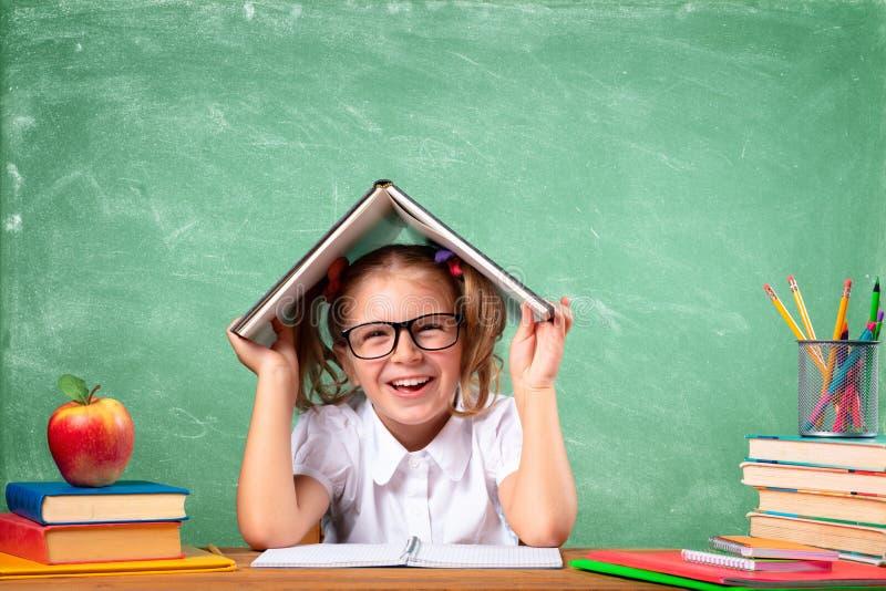 Lustiges Schüler-Lernen lizenzfreies stockbild