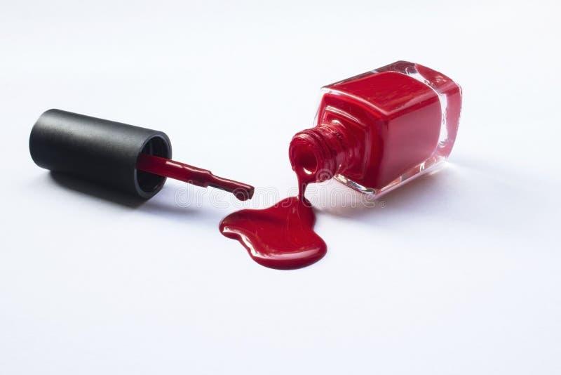 Lustrador de prego vermelho derramado fotografia de stock royalty free
