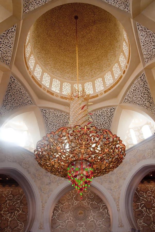 Lustre à l'intérieur de mosquée de Shiekh Zayed photos stock